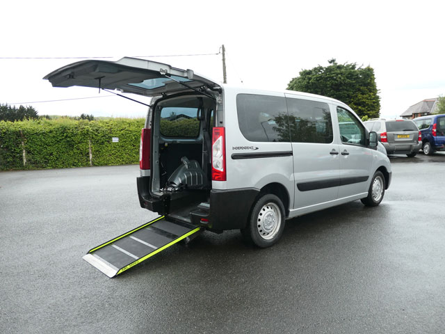 Mobility Nationwide   Used Wheelchair Accessible Vehicles   Expert side view of ramp