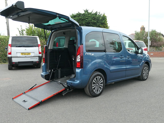 Mobility Nationwide   Used Wheelchair Accessible Vehicles   Peugeot Partner side ramp